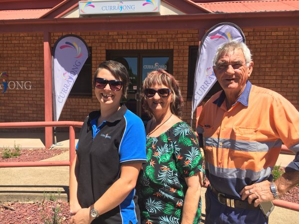 Indigo Kriedemann with social organiser Lilian Thomson and Tony Latter from Railway Bowling Club, Parkes who are kindly hosting a fundraiser for CDS on February 3.